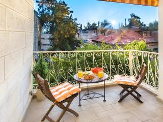 BEST DEAL! BEST LOCATION! STUNNING 2 BDR!, Jerusalén