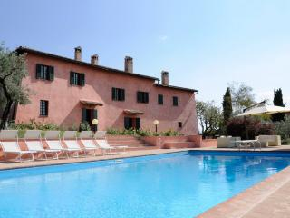 VILLA IL CONVENTO, pool, near Assisi. Sleeps up 12, Foligno