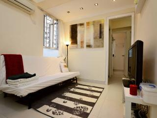 Sweet Home 2BR for 6ppl MK MTR BABY, Hongkong