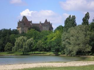 MAISON authentique confort calme soleil village MEDIEVAL, chateau et LAC