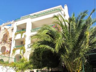Beach apartment ROSE 5 with seaview, 70m beach, Makarska