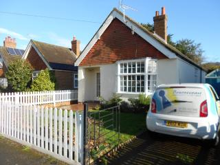 BOURNECOAST: FRIARS CLIFF, BEACHES, BUNGALOW - HB5806