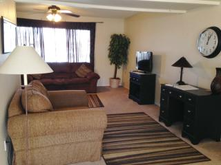 Tempe Townhouse in Great Location