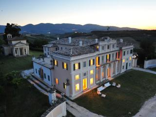 VILLA NOBLESSE for large groups and special events, Spoleto