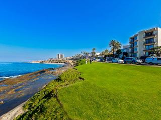 15% OFF APRIL - Charming La Jolla Condo In The Village w/ Endless Ocean Views