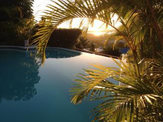 Caribbean Sunset, Romantic 3BR villa, Almond Grove, Cole Bay