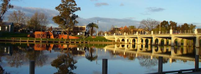 Benalla Lake and ceramic mural surrounded by walking track (suitable for wheelchairs)