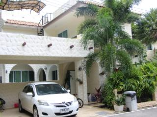 Modern Villa with 4 bedrooms in a gated community, Rawai