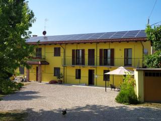 Apartment with shared garden near Barolo