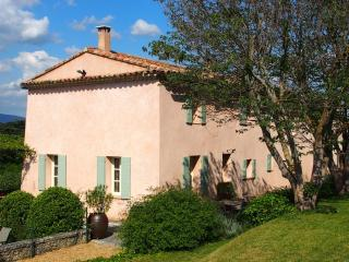 Lovely Luberon view farmhouse with private heated pool, sleeps 10