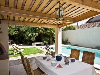 3523 Charming Provence villa with private pool, Charleval