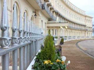 Hesketh Crescent 5 Star Apartment, Torquay