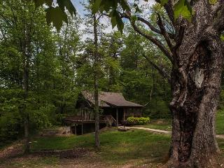 Private Hocking Hills Cabin, Logan