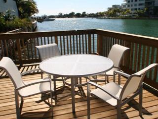 Balcony Studio Sleep 4 , steps away from the beach, 10 min to South beach