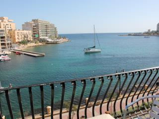 Spinola Bay Seafront Apartment in St Julian's