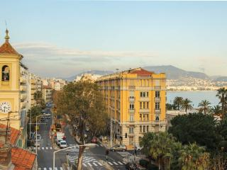 Sea view apartment rental on Nice's Promenade des Anglais, sleeps 6