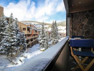 Alpine chalet with room for up to eight guests!, Copper Mountain