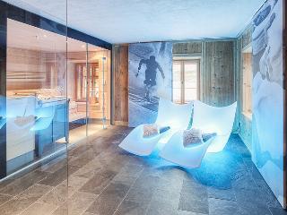 Sauna-Sanarium-Ruheraum aus Zirbenholz direkt in der Ferienwohnung integriert
