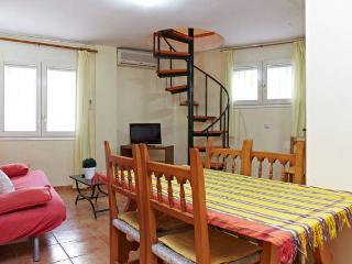 BALMES DUPLEX-Next to the beach, air conditioning and free WIFI
