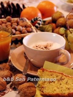 Le colazioni servite nell'ampia cuicina, nella sala affrescata o nell'intimità della vostra camera