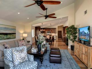 CASA MADERO | LUXURY 3BD/2BA, SLEEPS 8, BEAUTIFUL DECOR, POOL, GATED, IN COVE