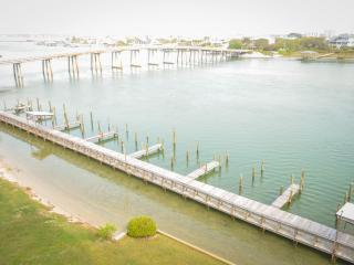 New Listing Wind Drift Waterfront with Boat Slips