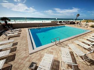 Emerald Isle 203-Gulf Views-RealJOY Fun Pass- Okaloosa Isle- Beachfront Pool, Fort Walton Beach