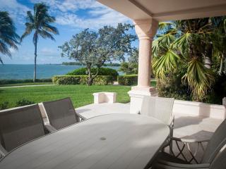 Charming 3 Bedroom Oceanfront Villa in Fisher Island, Miami