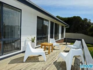 Unwind @ Goolwa Beach Retreat - Pet Friendly