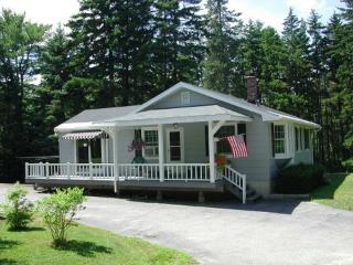 Boothbay Harbor Pet-Friendly High-Tech House Lake Access Near Ocean