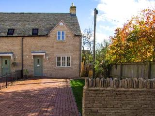 JUBILEE MEWS, WiFi, underfloor heating, en-suite, pet-friendly cottage, great Cotswolds location, near Cheltenham, Ref. 918509, Whittington