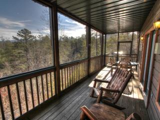 Sasquatch Ridge - Private Owners, Theater, Game room, Hot tub, Walk to pool