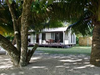 Jenny's Beach House - Absolute Beachfront