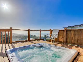 Dog-friendly w/ gorgeous ocean views, private hot tub, on-site golf, great deck!