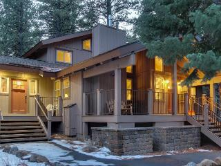 Stunning custom home with access to shared pools, tennis, gym & game room!, Truckee