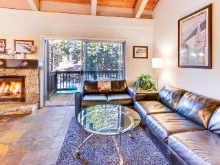 Luxurious condo w/ shared pool, hot tub & resort amenities - dogs ok!