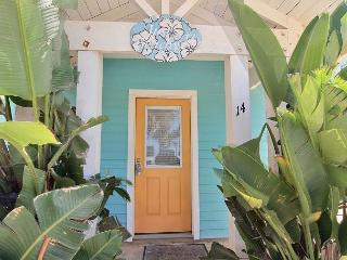 Just Beachy is a beautiful coastal cottage, great for the whole family!, Port Aransas
