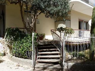 appartamento con giardino a 100 m dalla spiaggia, Fontane Bianche