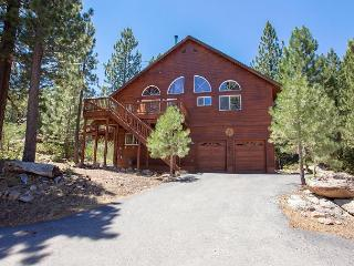 Hillside - Light, Bright & So Spacious, Great for 4 Couples.  Hot Tub Too!!, Truckee