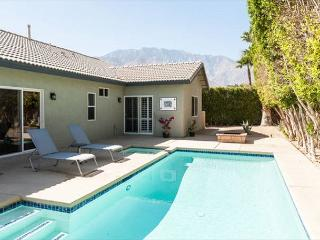 3BR/2BA Newly Remodeled Modern Beauty, Pool, Sleeps 6, Palm Springs
