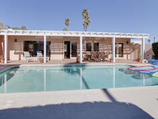 3BR/3BA Modern Midcentury House, Pool, Palm Springs, Sleeps 6