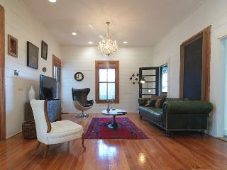 Urban Homestead - 3BR/2.5BA Chic Farmhouse - Wonderfully Styled, Austin