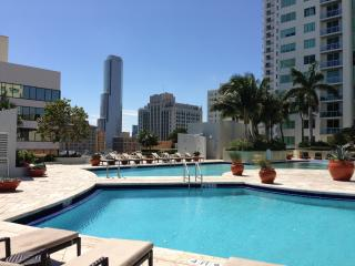 10. Marvelous Apt. 2 bedrs 2 baths across BayfrontPark, AAA, Downtown Brickell