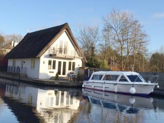 Heron Cottage, Day Boat and Mooring
