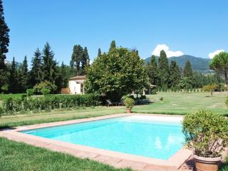 Villa Octavia, private pool and garden. 8 people, Lucca