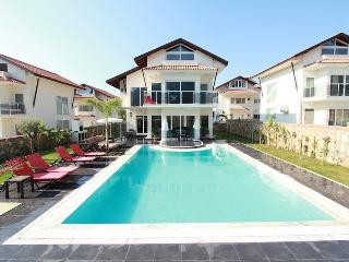 4 Bedroom luxury Villa Private Pool, Sleeps 8 No10