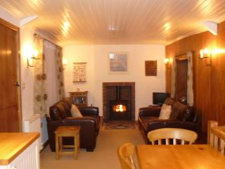 Lovely sitting area, cosy and comfortable with log fire and good heating. Logs provided