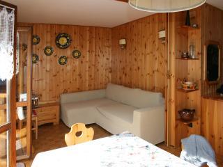 grazioso appartamento ai piedi delle piste da sci, Alba di Canazei