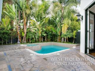 Private West Hollywood Oasis with Pool, Hot Tub, Beautiful Clean Interior