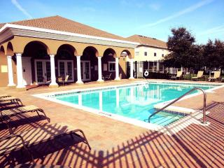 Beautiful Townhouse Near Universal in Lovely Condo, Orlando